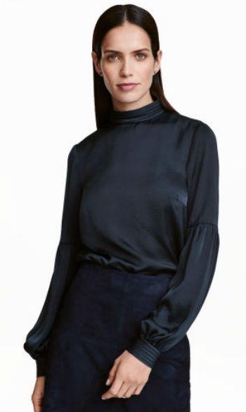 Blusa em cetim (17,99€, H&M)