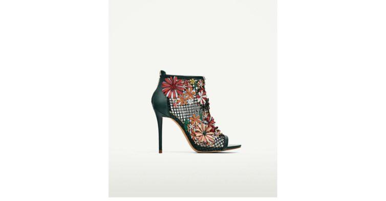 Sandália em rede com flores (69,95€)