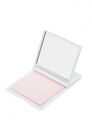 Oil blotting paper, 5,99€ | Folhas que absorvem o excesso de óleo da pele, proporcionando um acabamento mate.